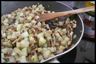 poeleechouravechampignonscrea3 Poêlée de chou rave aux champignons et au thym