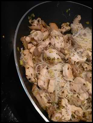 sautedepouletauxpleurottescrea Sauté de poulet aux pleurottes et nouilles de riz