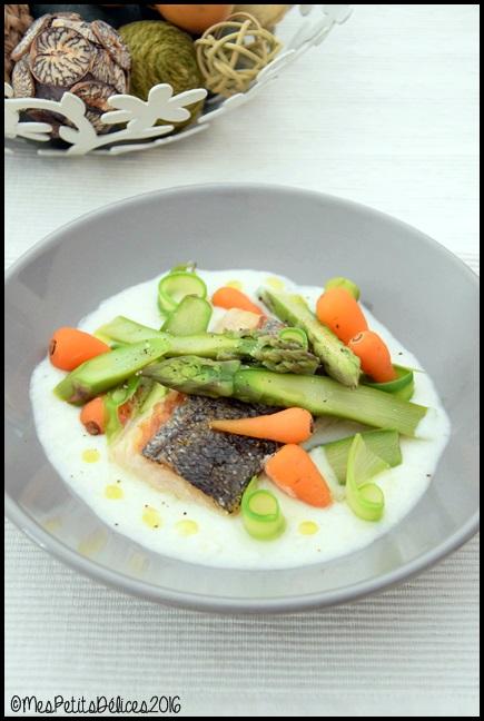 filet de merlu et legumes de printemps 1C Filet de merlu cuit sur la peau et légumes printaniers