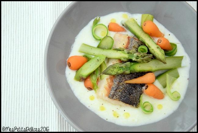 filet de merlu et legumes de printemps 2C Filet de merlu cuit sur la peau et légumes printaniers