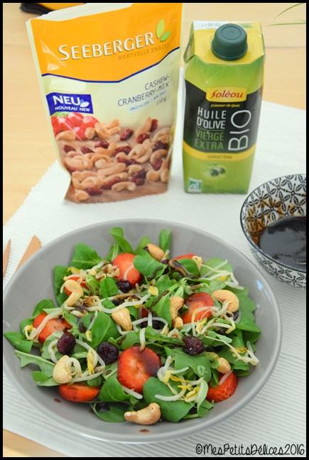 salade cajou fraise 6C ☀ Recette fraîcheur ☀ : Salade de mâche et roquette à la noix de cajou, cranberry et fraises