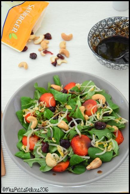salade cajou fraise 7C ☀ Recette fraîcheur ☀ : Salade de mâche et roquette à la noix de cajou, cranberry et fraises