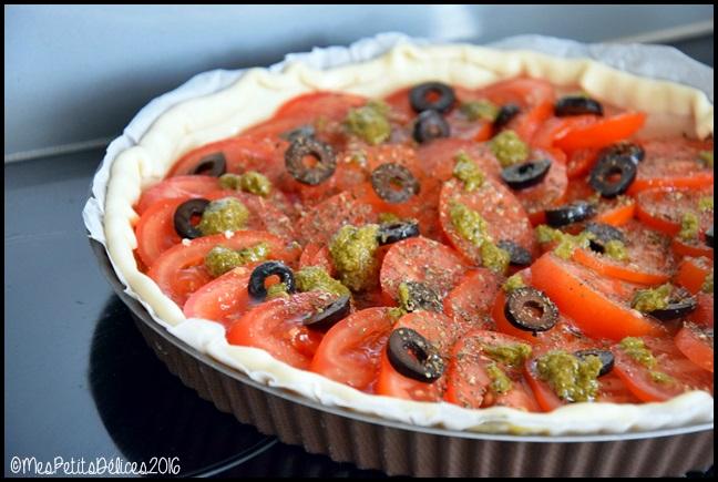 tarte tomate olives noires basilic 4C Tarte à la tomate, aux olives noires et au basilic