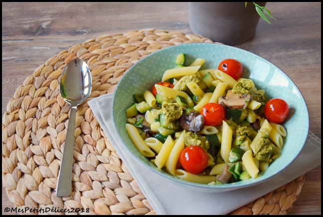 penne alpina 2C Penne à la courgette, champignons, tomates rôties et touche de pesto