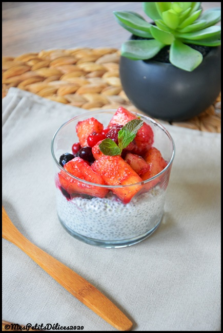 chia pudding aux fruits 1C Crème de coco & chia aux fruits (chia pudding)