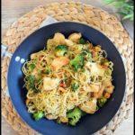wok de nouilles au brocolis et au poulet 1C